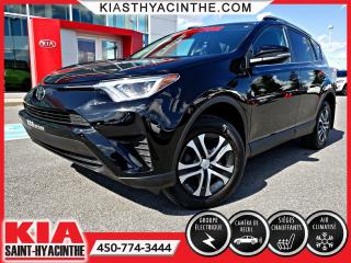 Used 2017 Toyota RAV4 LE * CAMÉRA DE RECUL / SIÈGES CHAUFFANTS for sale in St-Hyacinthe, QC