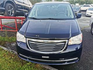 Used 2013 Chrysler Town & Country DVD / TOIT OUVRANT / CRUISE / CAMERA for sale in Sherbrooke, QC