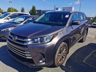 Used 2017 Toyota Highlander XLE 7 PASSAGERS / AWD / SIEGES CHAUFFANT for sale in Sherbrooke, QC