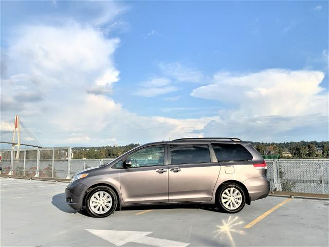 2014 Toyota Sienna XLE LIMITED AWD - ONLY 55K - EVERY OPTION