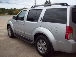 Used 2011 Nissan Pathfinder LE for sale in Sundridge, ON