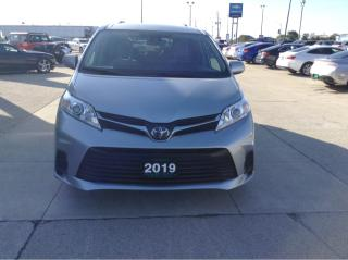 Used 2019 Toyota Sienna LE / HEATED SEATS / POWER SIDE DOORS for sale in Tilbury, ON