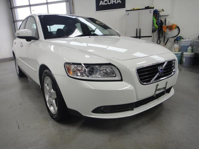 2009 Volvo S40 MUST SEE,LOW KM,ONE OWNER,NO ACCIDENT