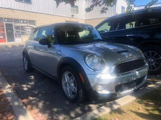 Used 2008 MINI Cooper 6-SPEED MANUAL, HEATED SEATS, SUNROOF!! for sale in Orleans, ON