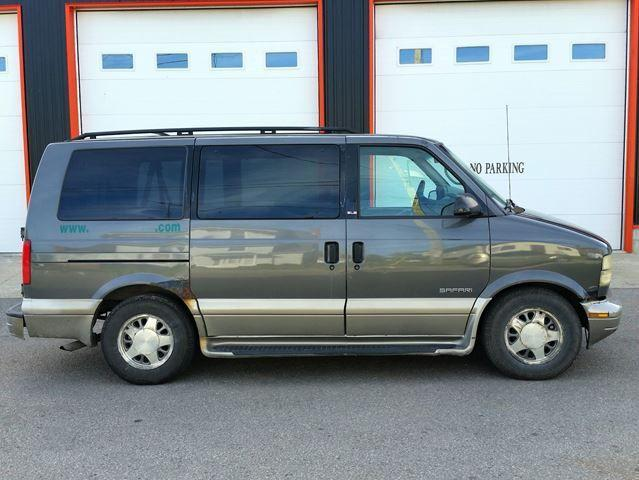2001 GMC Safari SLE