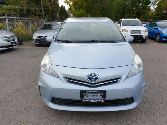 2013 Toyota Prius v  Photo2