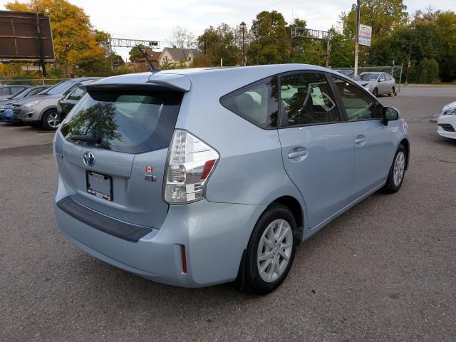 2013 Toyota Prius v  Photo6