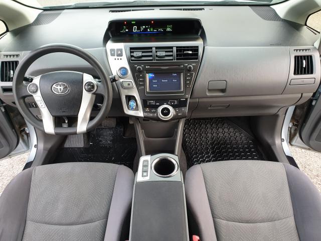 2013 Toyota Prius v  Photo14