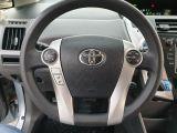 2013 Toyota Prius v  Photo38