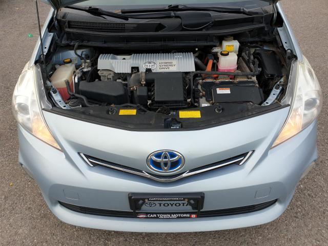 2013 Toyota Prius v  Photo21