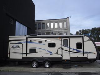 Used 2012 Cross Roads Sunset Trail 26ft RV Travel Trailer with 1 Slide Out for sale in Burnaby, BC