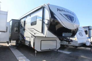 Used 2017 Keystone RV Avalanche 300RE for sale in Whitby, ON