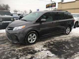 Used 2019 Toyota Sienna LE 8 Places Navi Portes Elec Sieges Chau for sale in Laval, QC