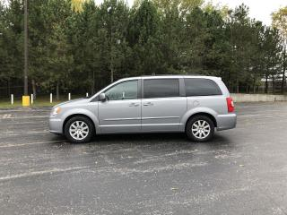 Used 2014 Chrysler Town & Country Touring FWD for sale in Cayuga, ON