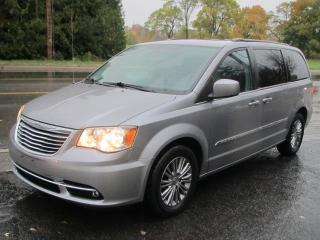 Used 2014 Chrysler Town & Country Touring-L for sale in Brockville, ON
