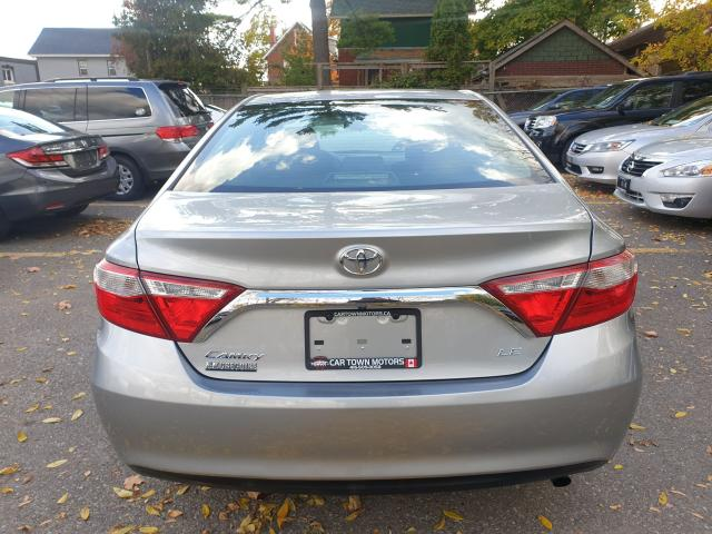 2016 Toyota Camry LE Photo5