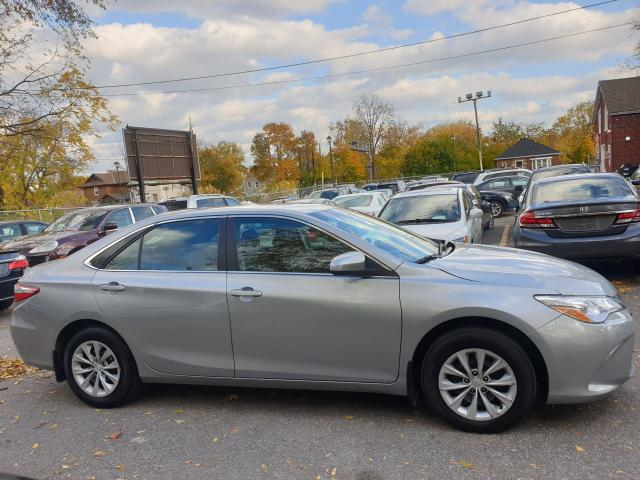 2016 Toyota Camry LE Photo8