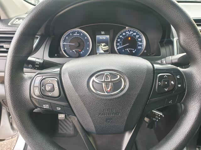 2016 Toyota Camry LE Photo17