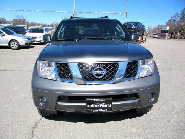 2005 Nissan Pathfinder SE 7 Seater