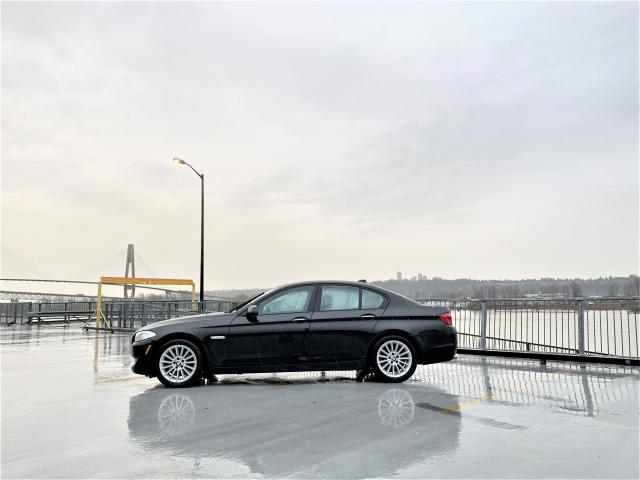 2011 BMW 5 Series 528i RWD - FULLY LOADED - NO ACCIDENTS