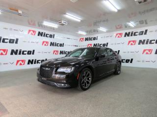 Used 2015 Chrysler 300 300S Demarreur a distance, sieges en cuirs et chauffants, toit panoramique, bluetooth, etc. for sale in La Sarre, QC