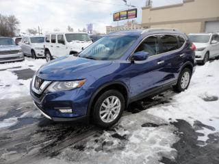 Used 2017 Nissan Rogue SV AWD Toit Pano Camera Démarreur à vend for sale in Laval, QC