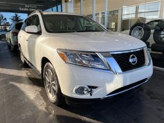 Used 2015 Nissan Pathfinder SL 4WD, HEATED STEERING WHEEL, KEYLESS IGNITION, POWER HEATED LEATHER SEATS for sale in Edmonton, AB