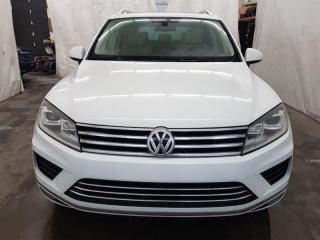 Used 2015 Volkswagen Touareg Comfortline 4Motion Cuir Toit Ouvrant MAGS for sale in St-Eustache, QC
