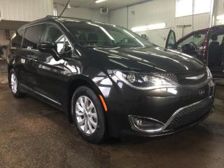 Used 2017 Chrysler Pacifica Touring-L familiale for sale in Boischatel, QC