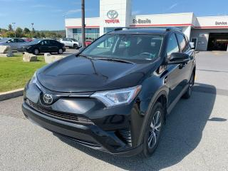 Used 2018 Toyota RAV4 LE AWD SIEGES CHAUFFANTS CAMERA RECUL BLETOOT for sale in St-Basile-le-Grand, QC