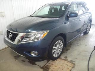 Used 2015 Nissan Pathfinder SV 4WD for sale in St-Félicien, QC