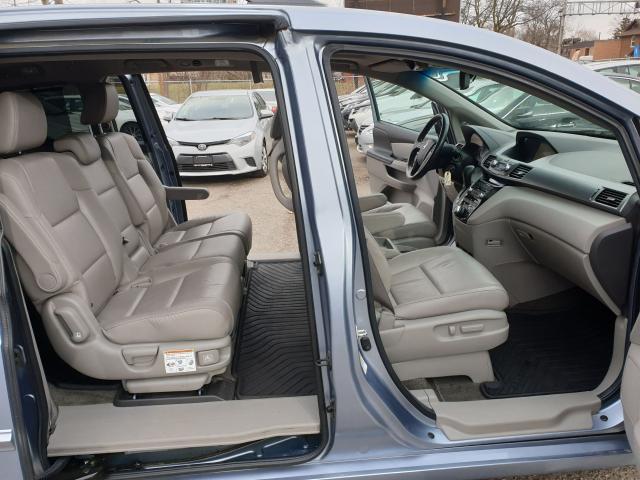 2011 Honda Odyssey Touring Photo18