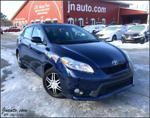 Used 2013 Toyota Matrix Xrs *vient avec 8 roues et 8 pneus. toit ouvrant for sale in Richmond, QC