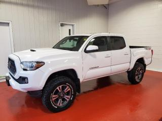 Used 2018 Toyota Tacoma TRD SPORT 4X4  Rare... 6spd manual for sale in Pembroke, ON