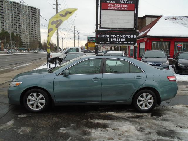 2010 Toyota Camry LE/ LOW KM/ LOADED / ONE OWNER / MINT CONDITION /