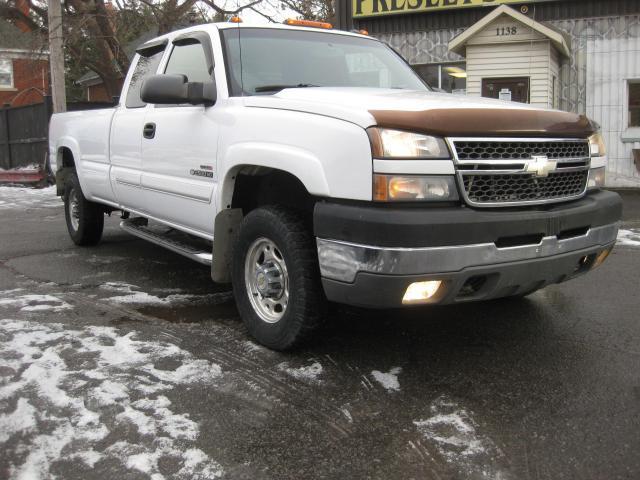 2005 Chevrolet Silverado 2500 2500 HD 6.6L V8 Duramax Diesel Long Box Ext Cab LS