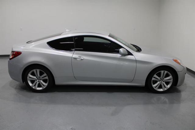 2011 Hyundai Genesis Coupe 2.0T at