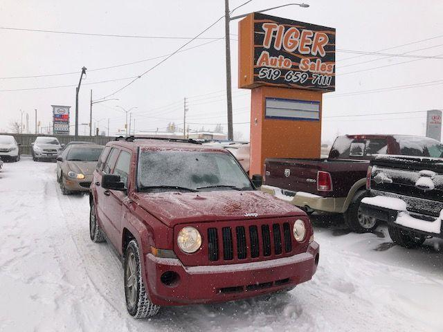 2008 Jeep Patriot SPORT**ONLY 122,000KMS**MANUAL**4 CYLINDER**AS IS