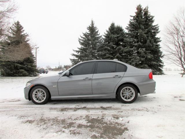 2011 BMW 3 Series 323i Luxury Sedan