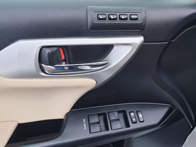 2012 Lexus CT 200h Premium FWD Photo17