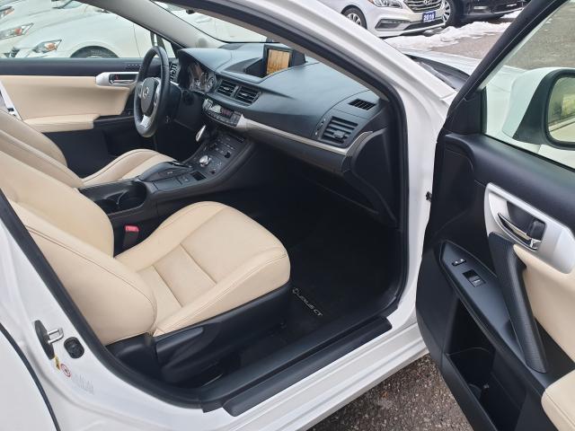 2012 Lexus CT 200h Premium FWD Photo20