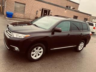 2013 Toyota Highlander 4 Cylinders-FWD ( Outstanding Condition)