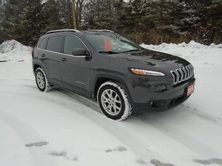 Used 2016 Jeep Cherokee 4WD / NAV/ LEATHER / V6 for sale in Beaverton, ON