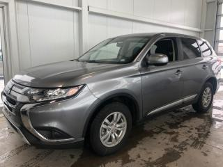 Used 2019 Mitsubishi Outlander ES AWD APPLECAR CAMERA RECUL SIEGES CHAUFFANTS 166HP for sale in St-Nicolas, QC