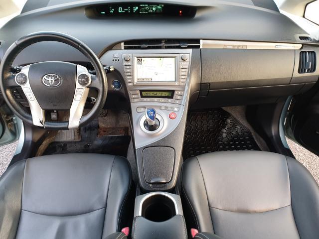 2013 Toyota Prius  Photo10