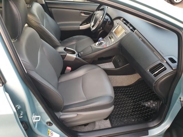 2013 Toyota Prius  Photo11