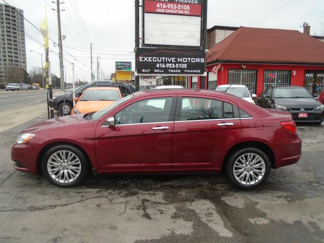 2013 Chrysler 200 Limited/ LOADED / LEATHER /ROOF /HEATED SEATS/MINT