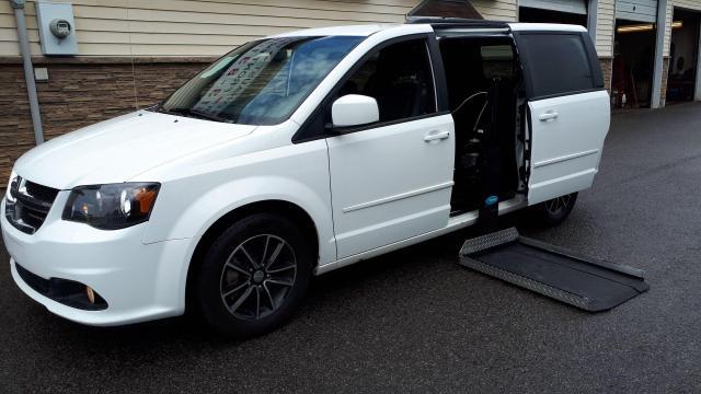 2016 Dodge Grand Caravan R/T with Power Wheel Chair Lift