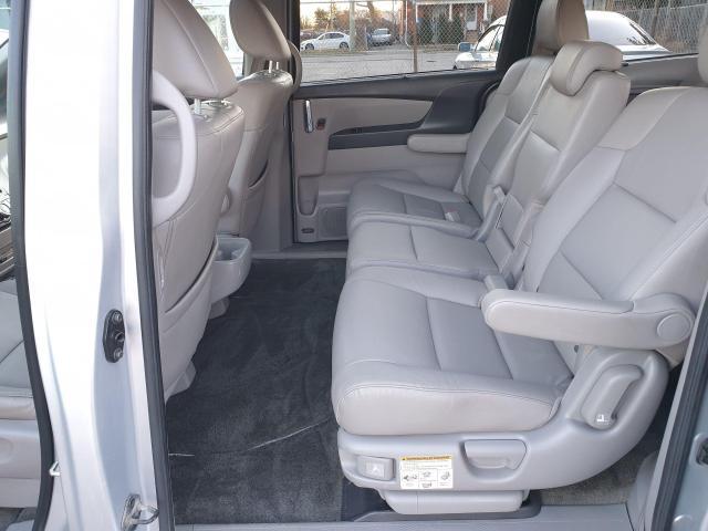2014 Honda Odyssey Touring Photo12