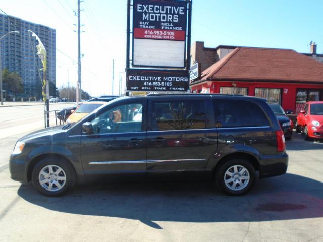 2011 Chrysler Town & Country Touring / LOADED / NAV / REV CAM / POWER DOORS /
